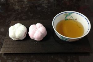 金沢の和菓子「福梅」を食べ比べてみた